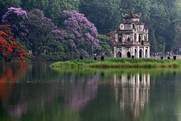 Hồ Hoàn Kiếm và tháp Rùa
