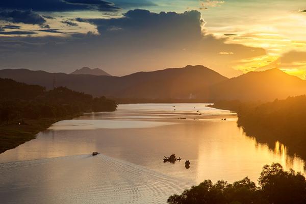 Sông Hương xứ Huế