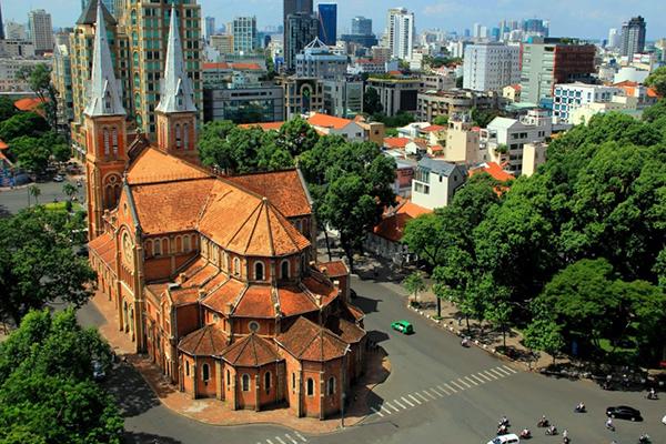 Nhà thờ Đức Bà với vẻ đẹp cổ kính