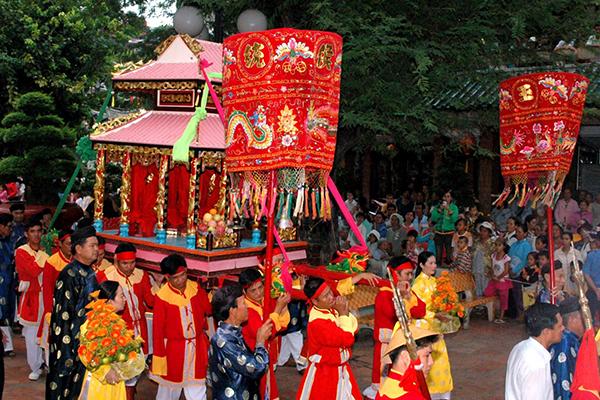 Lễ rước trong lễ hội Dinh bà Ông Lang tại Phú Quốc