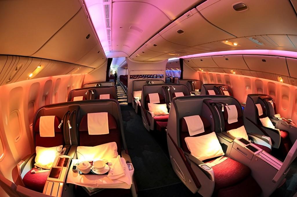 ve-may-bay-qatar-airways-1