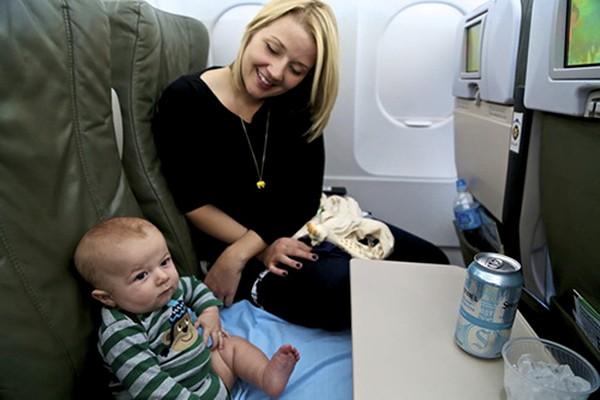 Trẻ sơ sinh đi máy bay cần giấy tờ gì