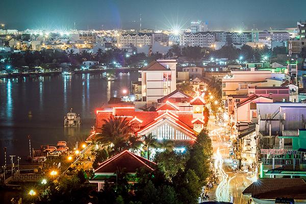 Bến Ninh Kiều về đêm